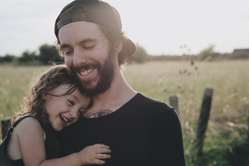 padre e figlia - insegnare il rispetto ai bambini